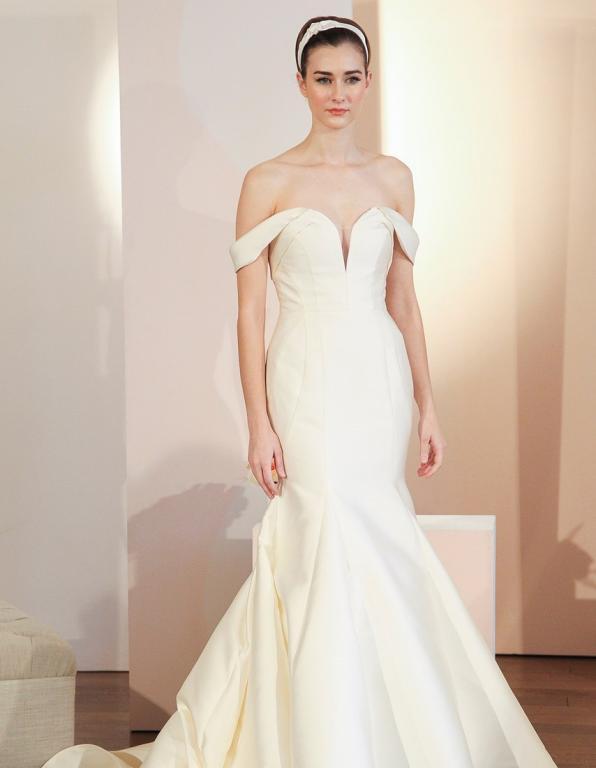"""4c5833d061260 برزت خلال """"أسبوع الموضة العرائسي"""" في نيويورك، صيحات جديدة لعروس ربيع وصيف  2018، نستعرض منها اليوم أجمل الفساتين، وما عليكِ سوى أن تختاري فستانًا  لزفافك ..."""